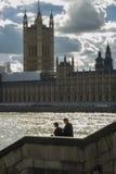Los pares acercan al parlamento Fotos de archivo libres de regalías