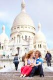 Los pares acercan a la catedral del susto-Coeur Fotos de archivo libres de regalías