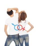 Los pares con el sexo firman encendido detrás de la camiseta blanca Fotos de archivo