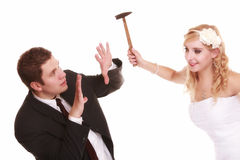Los pares de la boda en lucha, están en conflicto las malas relaciones Foto de archivo libre de regalías