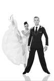 Los pares de la danza de Ballrom en una danza presentan en el bachground blanco Foto de archivo libre de regalías