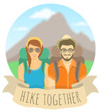 Los pares de los turistas de la chica joven y del muchacho con las mochilas en la montaña ajardinan stock de ilustración