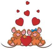 Los pares de ratones duermen juntos alrededor de corazones rojos Imagen de archivo libre de regalías