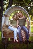 Los pares en el carro Imagen de archivo libre de regalías