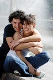 Los pares jovenes en la calle fotografía de archivo
