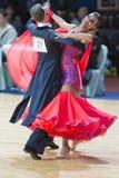 Los pares no identificados de la danza realizan programa europeo estándar adulto sobre la danza abierta Festival-2017 de WDSF Min Fotos de archivo libres de regalías