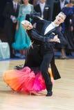 Los pares no identificados de la danza realizan programa europeo estándar adulto sobre la danza abierta Festival-2017 de WDSF Min Imagen de archivo