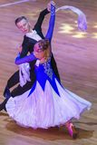 Los pares profesionales de la danza realizan programa europeo estándar de la juventud sobre la taza internacional de la danza de  Foto de archivo