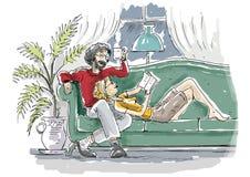 Los pares se basan sobre el sofá Imagen de archivo