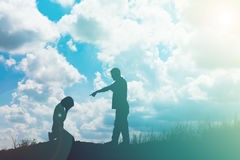 Los pares siluetean la fractura para arriba de una relación Imagen de archivo libre de regalías
