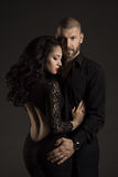 Los pares sirven y mujer en amor, retrato de la belleza de la moda de modelos Fotografía de archivo libre de regalías