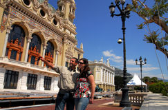 Los pares visitan al reino de Mónaco y de Monte Carlo fotos de archivo libres de regalías