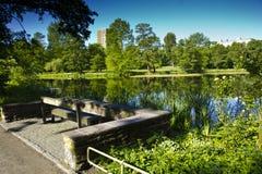 Los parques se diseñan para acomodar la población en zonas urbanas fotos de archivo