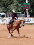 Los participantes en competencias ecuestres se realizan en una granja del caballo Fotos de archivo libres de regalías