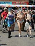 Los participantes marchan en el 34to desfile anual de la sirena Foto de archivo