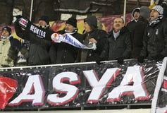 Los partidarios de FC Besiktas muestran su ayuda Imagen de archivo