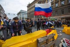 Los partidarios de la oposición en el Nevsky prospectan durante una protesta de la oposición Fotos de archivo libres de regalías