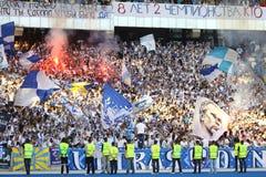 Los partidarios de las personas de Kyiv del dínamo de FC muestran su ayuda Imagen de archivo