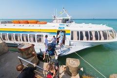 Los pasajeros consiguen del hidrodeslizador de Saigon en Vungtau Fotografía de archivo