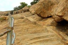 Los pasos de la colina del complejo sittanavasal del templo de la cueva Imagenes de archivo