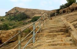 Los pasos de la colina del complejo sittanavasal del templo de la cueva Imagen de archivo libre de regalías