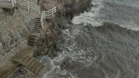 Los pasos de piedra llevan en el mar metrajes