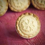 Los pasteles festivos del shortcrust pican las empanadas Un dulce pica la empanada, un tradi Fotos de archivo libres de regalías