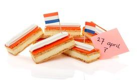 Los pasteles holandeses tradicionales llamaron el tompouce con las banderas Foto de archivo
