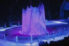 Los patinadores se realizan en el centro de Barclays durante el circo i de Ringling Bros Imagen de archivo libre de regalías