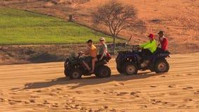 Los patios enarenan la fricción que compite con en las dunas de arena blancas metrajes