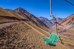 Los Penitentes Ski Resort Chairlift im Sommer an Kordilleren-De Los Anden - Mendoza-Provinz, Argentinien stockfotografie