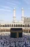 Los peregrinos circumambulate el Kaaba Imagen de archivo libre de regalías