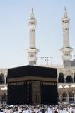 Los peregrinos circumambulate el Kaaba Fotos de archivo libres de regalías