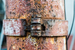 Los pernos en columna de acero rústica vieja Imágenes de archivo libres de regalías