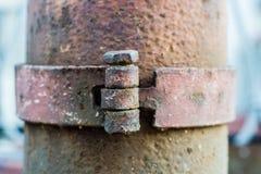 Los pernos en columna de acero rústica vieja Foto de archivo libre de regalías