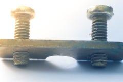 Los pernos se cierran para arriba en un fondo blanco Foto de archivo