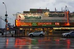 Los perritos calientes de Nathan, Coney Island Fotos de archivo libres de regalías