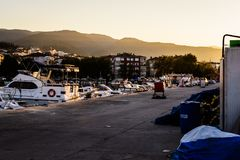 Los pescadores abrigan en el puerto deportivo viejo Fotos de archivo libres de regalías
