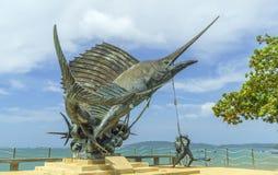 Los pescados de espada esculpen el adorno de la playa en Ao Nang Foto de archivo