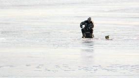 Los pescados del pescador en el hielo Imagen de archivo