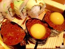 Los pescados envuelven para el sushi imagenes de archivo