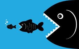 Los pescados grandes comen pequeños pescados Foto de archivo libre de regalías