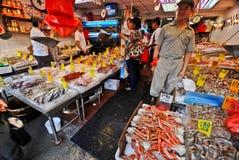 Los pescados salvan en la ciudad de China Fotografía de archivo