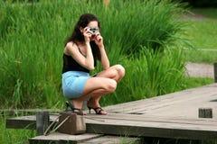 Los photographes de la chica joven Fotografía de archivo