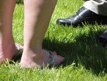 Los pies de la mujer y los pies del hombre Imágenes de archivo libres de regalías