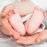 Los pies del bebé Fotos de archivo