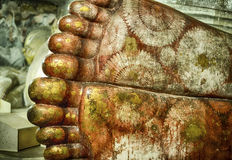 Los pies del ` s de Buda en Dambulla excavan el templo Imagenes de archivo