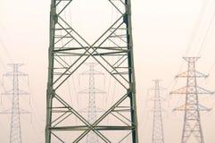Los pilones eléctricos. Fotografía de archivo libre de regalías
