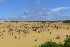 Los pináculos en Cervantes en Australia occidental Imagenes de archivo