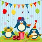 Los pingüinos celebran cumpleaños ilustración del vector